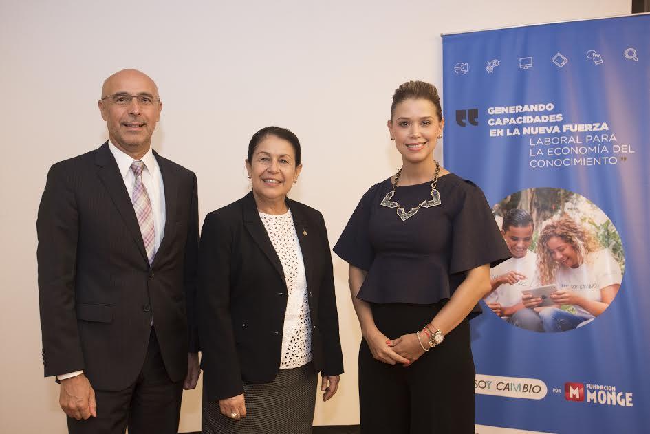 Sr. Fidel Jaramillo, Represente del BID para Costa Rica, Sra. Sonia Marta Mora, Ministra de Educación, Maria José Monge, Presidente de Fundación Monge.
