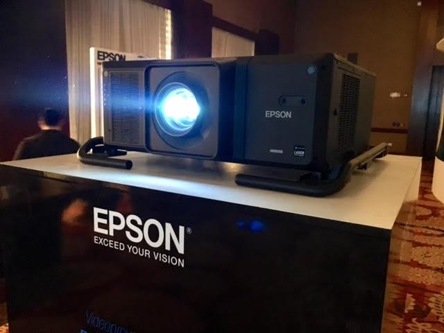 Videoproyector L25000.jpg