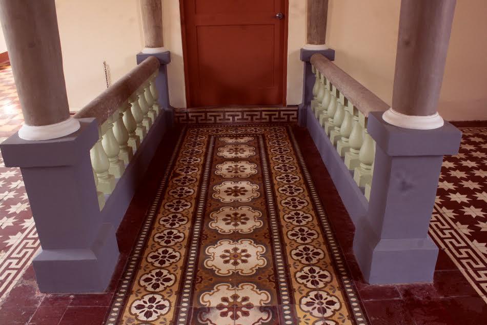 Detalle de los pisos de mosaico que fueron parte de las obras.