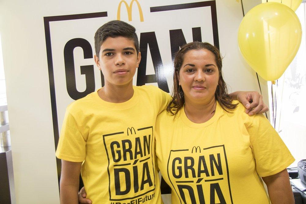5 - Familia benenficiada de la Fundación Ronald McDonald.jpg