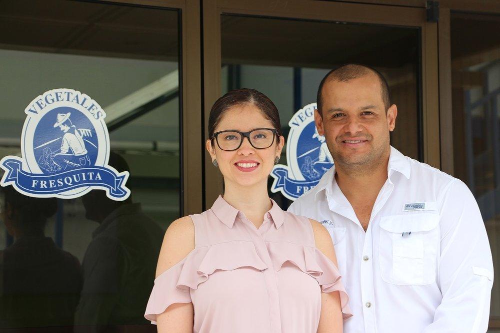 Wendy Madriz, Supervisora de Comunicaciones Corporativas de Arcos Dorados Costa Rica y Mauricio Ramírez, Gerente General de Vegetales Fresquita