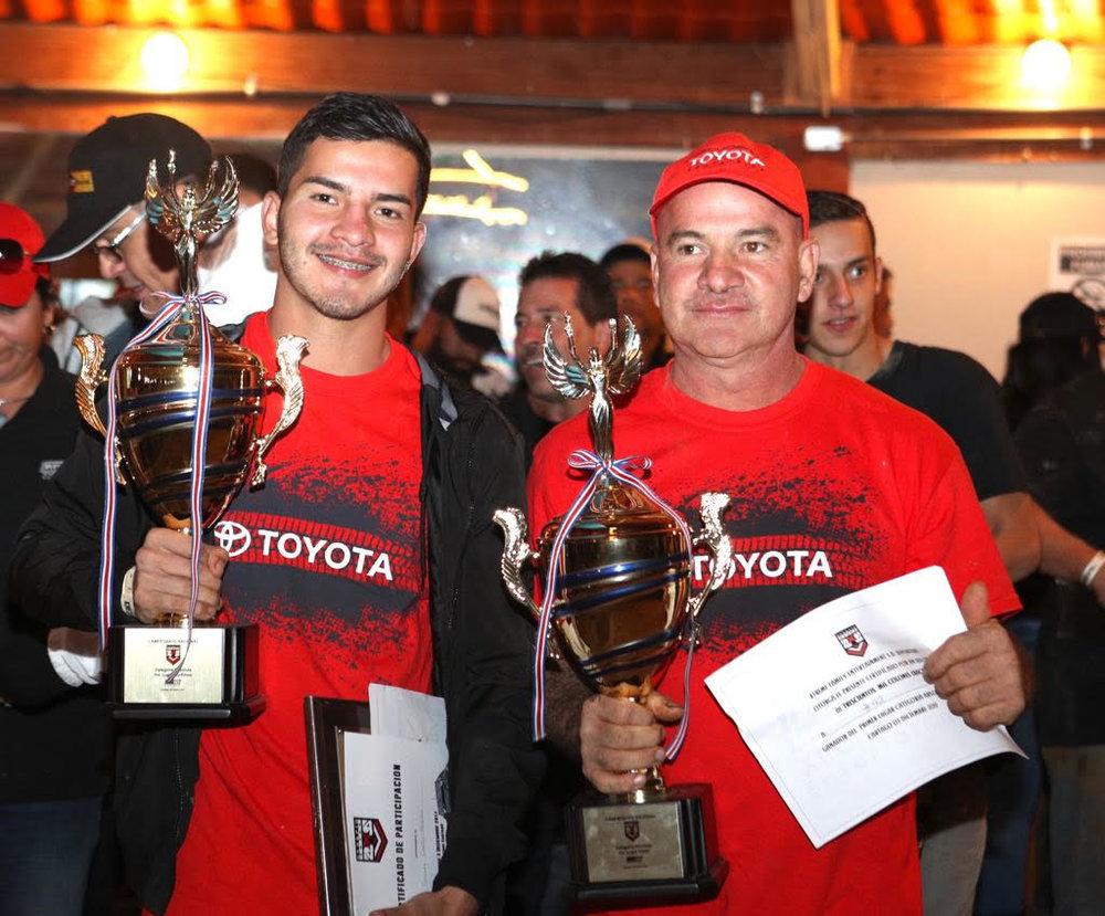 En la foto: Jeremy Castro (copiloto) y Roy Castro (piloto)  cortesía: Luis Eduarte/ RPM TV.