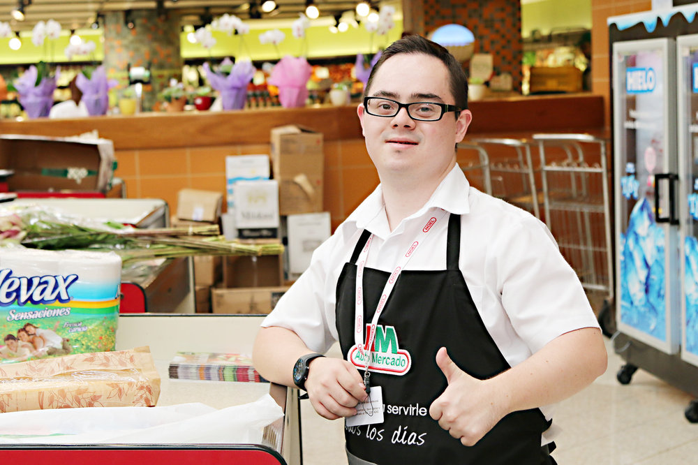 Jesús Sandy, trabaja en Automercado