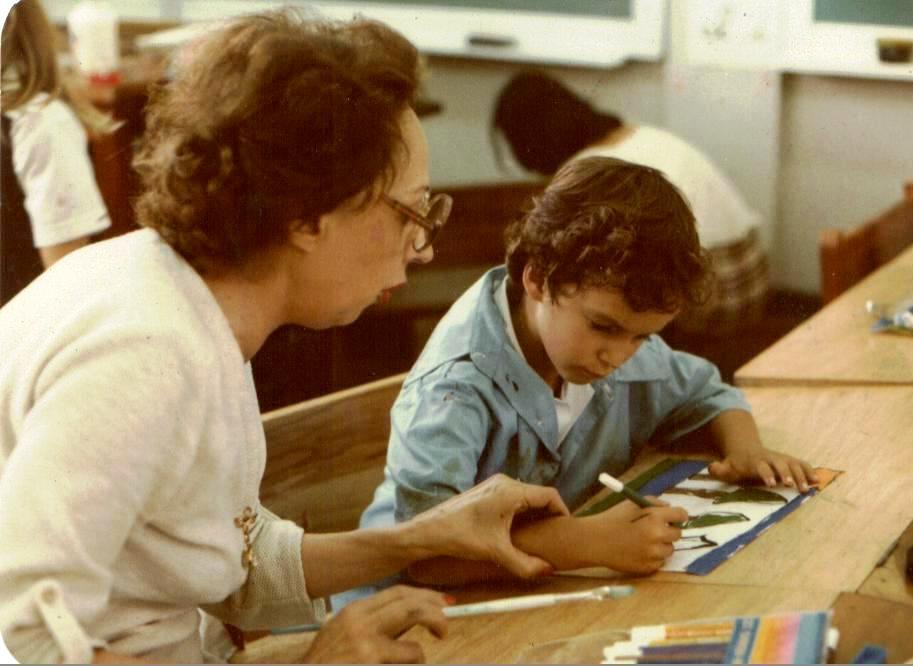 Olga Espinach guiando a un estudiante del Catie (1985)