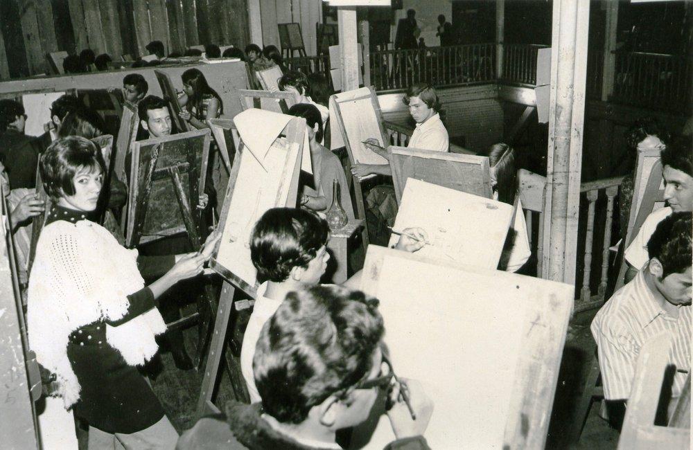 Estudiantes en el anexo del Teatro Nacional (1965)