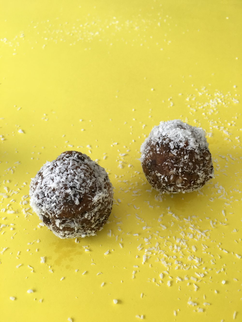 vegan coconut-date energy balls