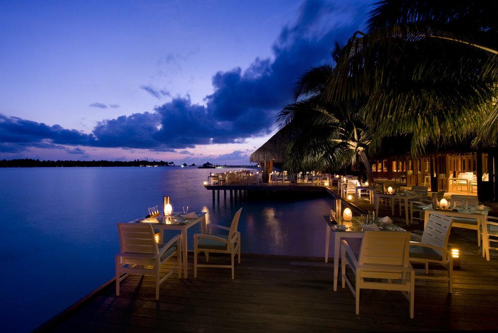 Conrad Maldives_Vilu Restaurant (1).jpg