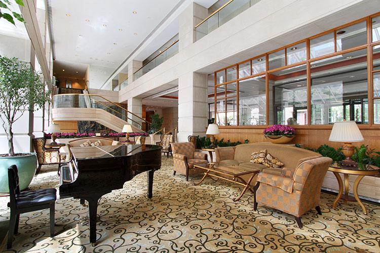 Lobby-with-Piano.jpg