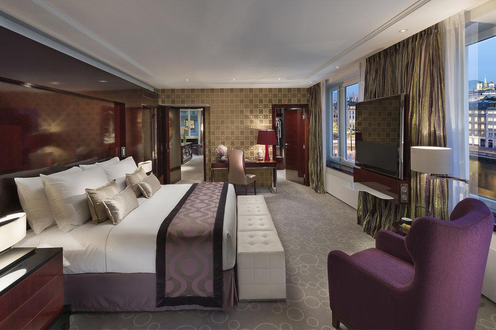 geneva-13-royal-mandarin-suite-bedroom.jpg