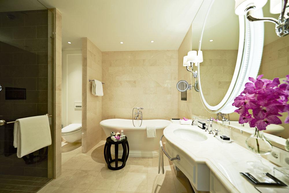 Bathroom-Royal-Suite.jpg