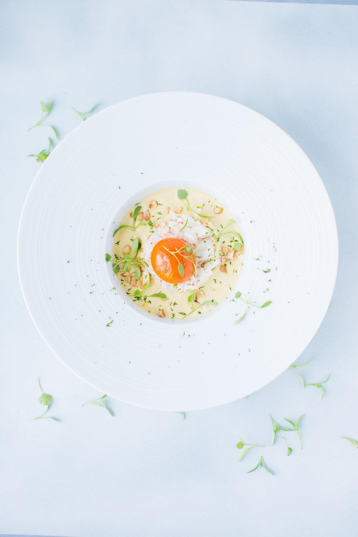 Laksa de Crabe et OEuf Confit, Poireaux, Coriandre, Noisettes et Citron Sudachi.jpg
