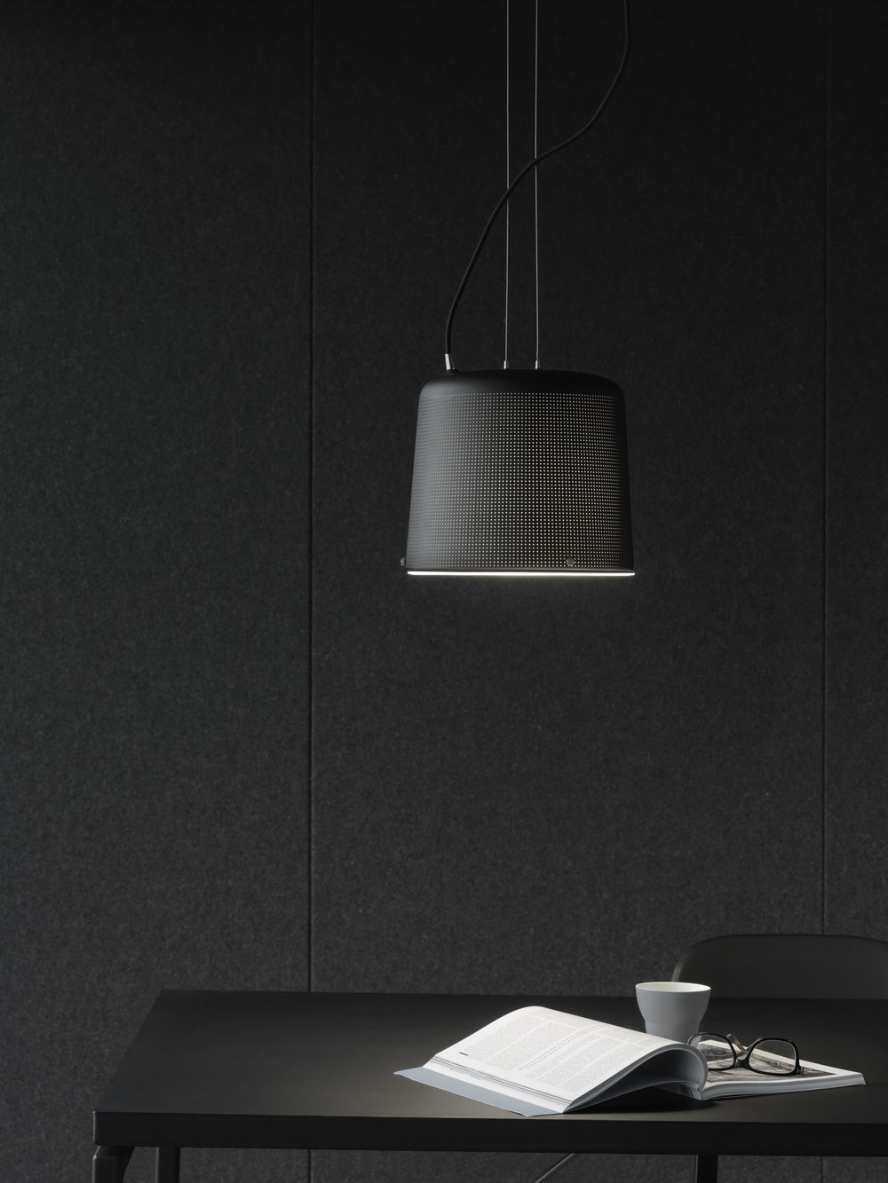 Vipp701_Detail_Tablelamp01_Low.jpg