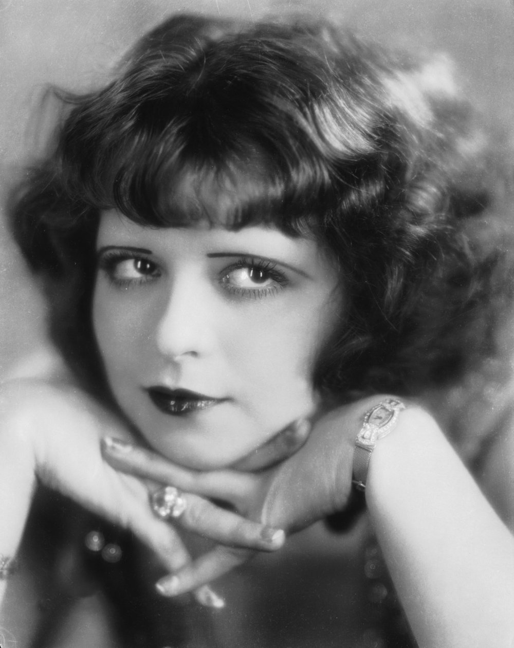 1920's makeup style: crop hair, Clara Bow, brows