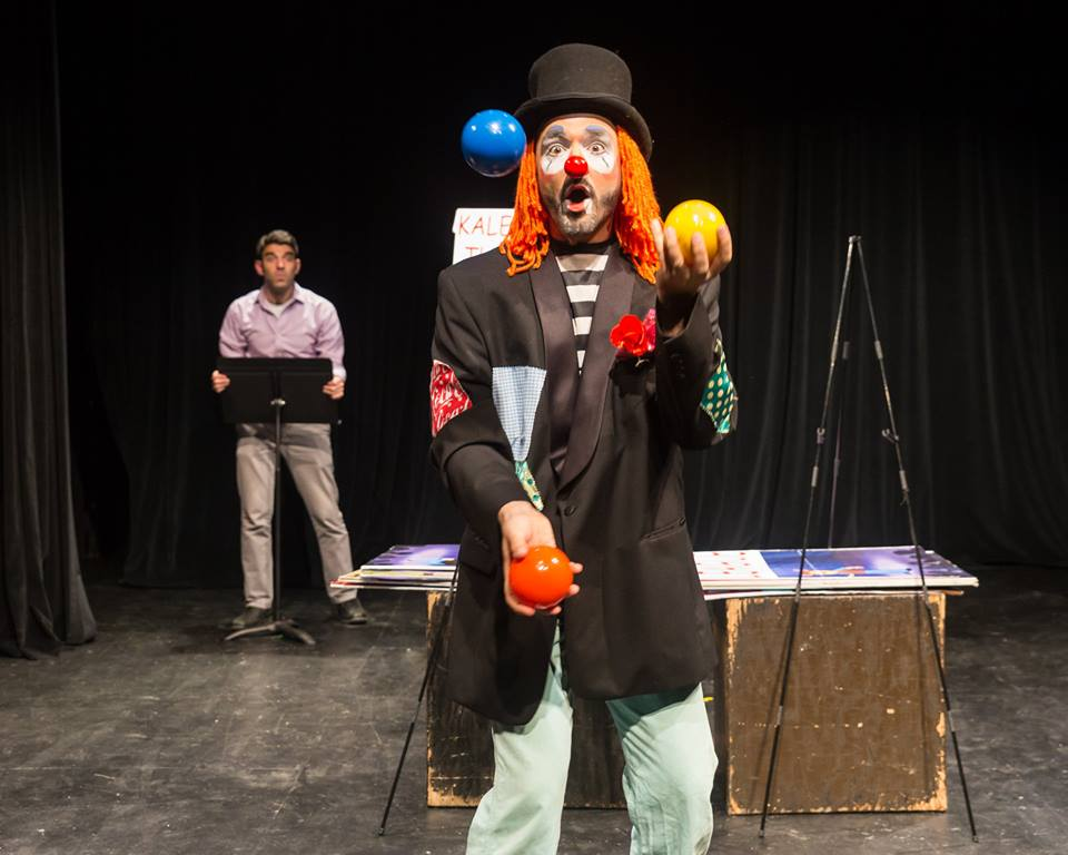 Juggling as Kaleidoscope the Clown in  The Best of Dare Project  with taxdeductible theatre.
