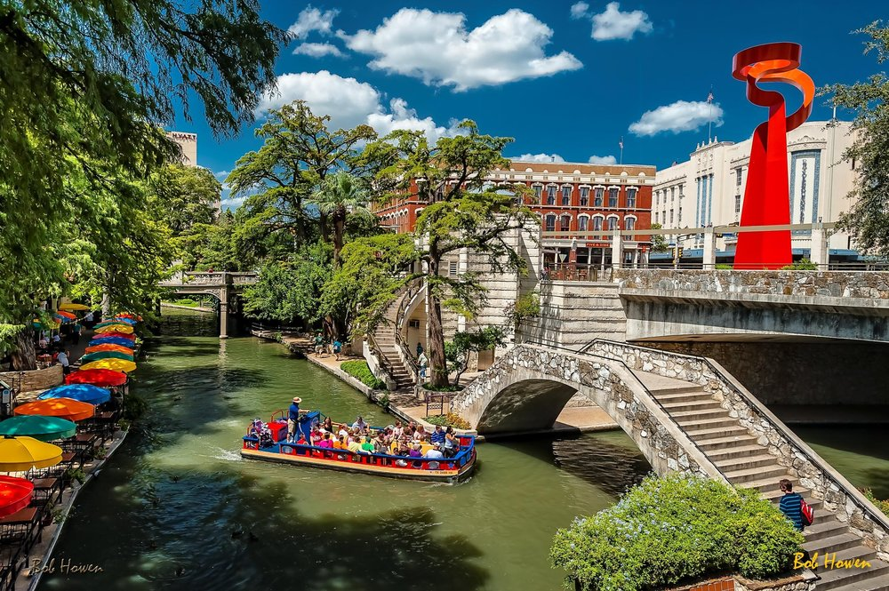 Cruising-the-Riverwalk-Bob-Howen-VisitSanAntonio.jpg