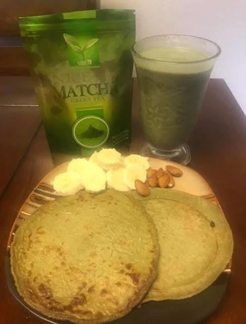 Hotcake de Avena y Matcha Green Tea / Acompañado con un licuado de Matcha Green Tea NICE.