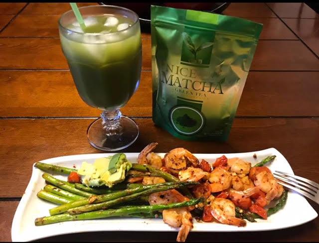Camarones a la Plancha con mix de vegetales / Acompañado con una fría bebida Matcha Green Tea NICE.