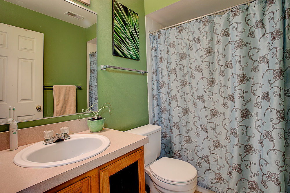 4670 White Rock Circle Unit 7_Bathroom02.JPG