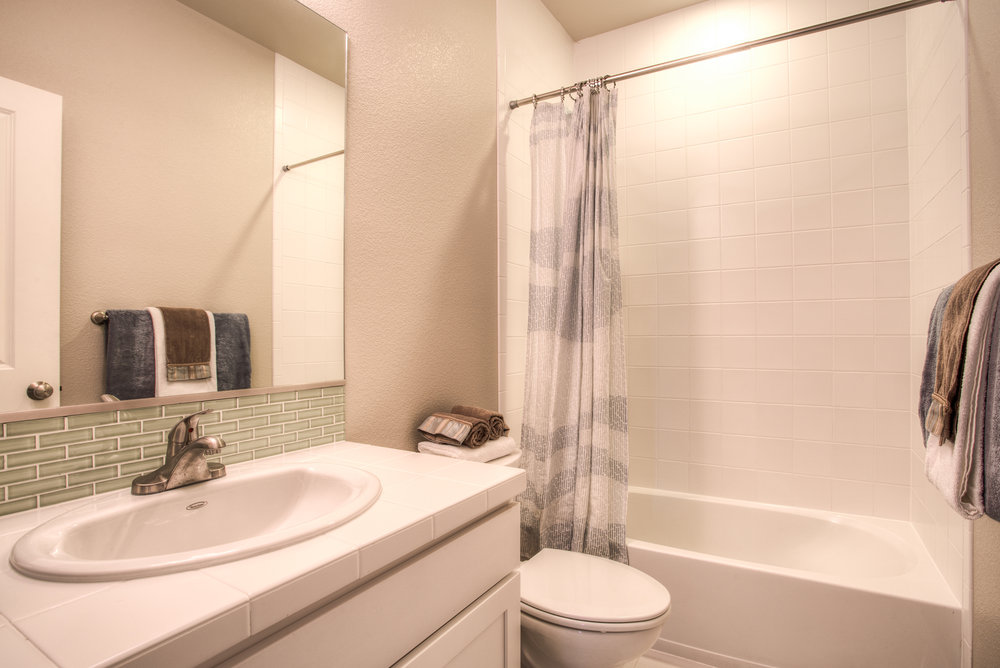 1606 Mount Meeker Ave_05_Bathroom01.jpg