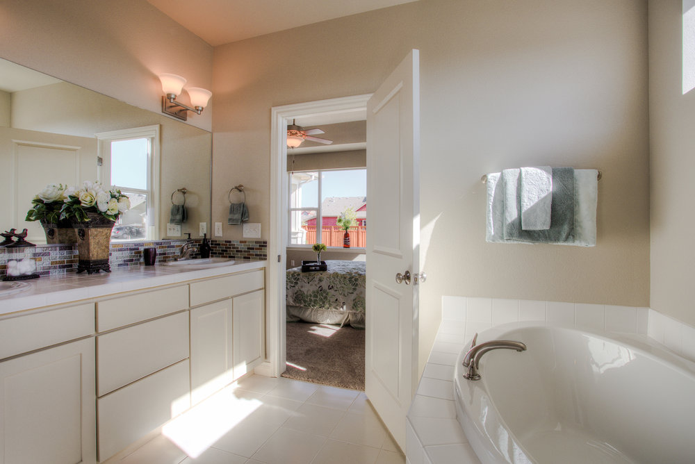 1606 Mount Meeker Ave_17_MasterBathroom02.jpg