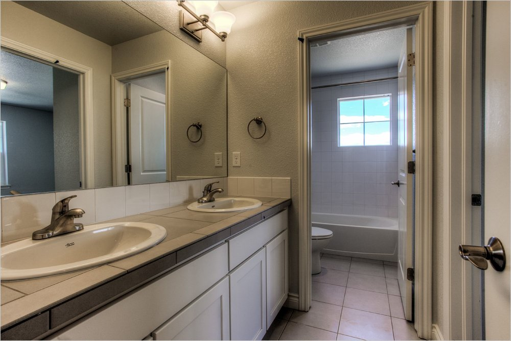 1643 Mt Meeker Dr_13_Bathroom02.jpg