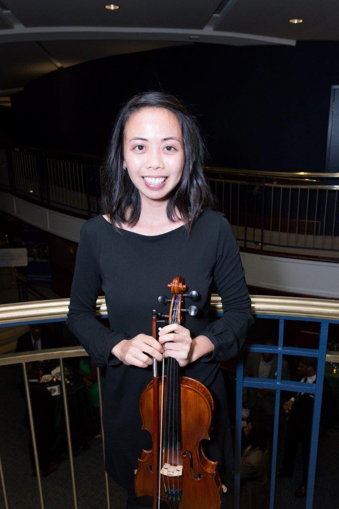 Sophia Har, violin