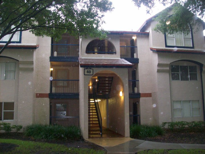This is the outside of building I lived in at Vista Way during my first program. They all look pretty much identical
