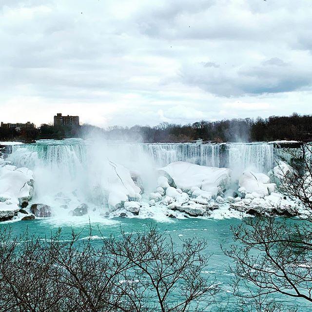 The beauty of Niagara Falls doesn't disappear in winter. ************************************************************************************************************ #niagarafallswinter #winteratniagarafalls #snowfalls #niagarafallstourism #niagarafallslocal #myhome #canadatourism #canadatourist #buffaloniagara #buffaloblogger #tourismblogger #buffalobabe #buffalobloggingnetwork #niagarafallsny #niagarafallscanada🇨🇦 #winterweekendtrip #winterweekend #weekendtourist #exploreniagara #backyardtourist