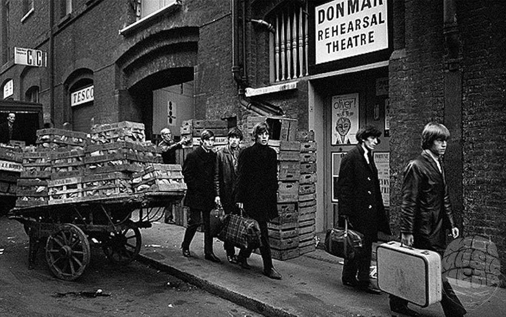 terry o'neill_the rolling stones_street.jpg