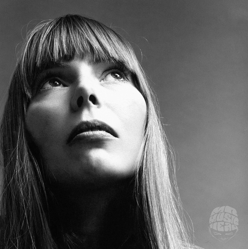 jack robinson_joni-mitchell_vogue february 1969.jpg