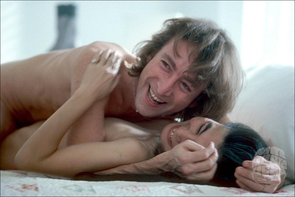 allan tannenbaum_John Lennon Yoko Oennon_Bed_Laughing_Borders.jpg