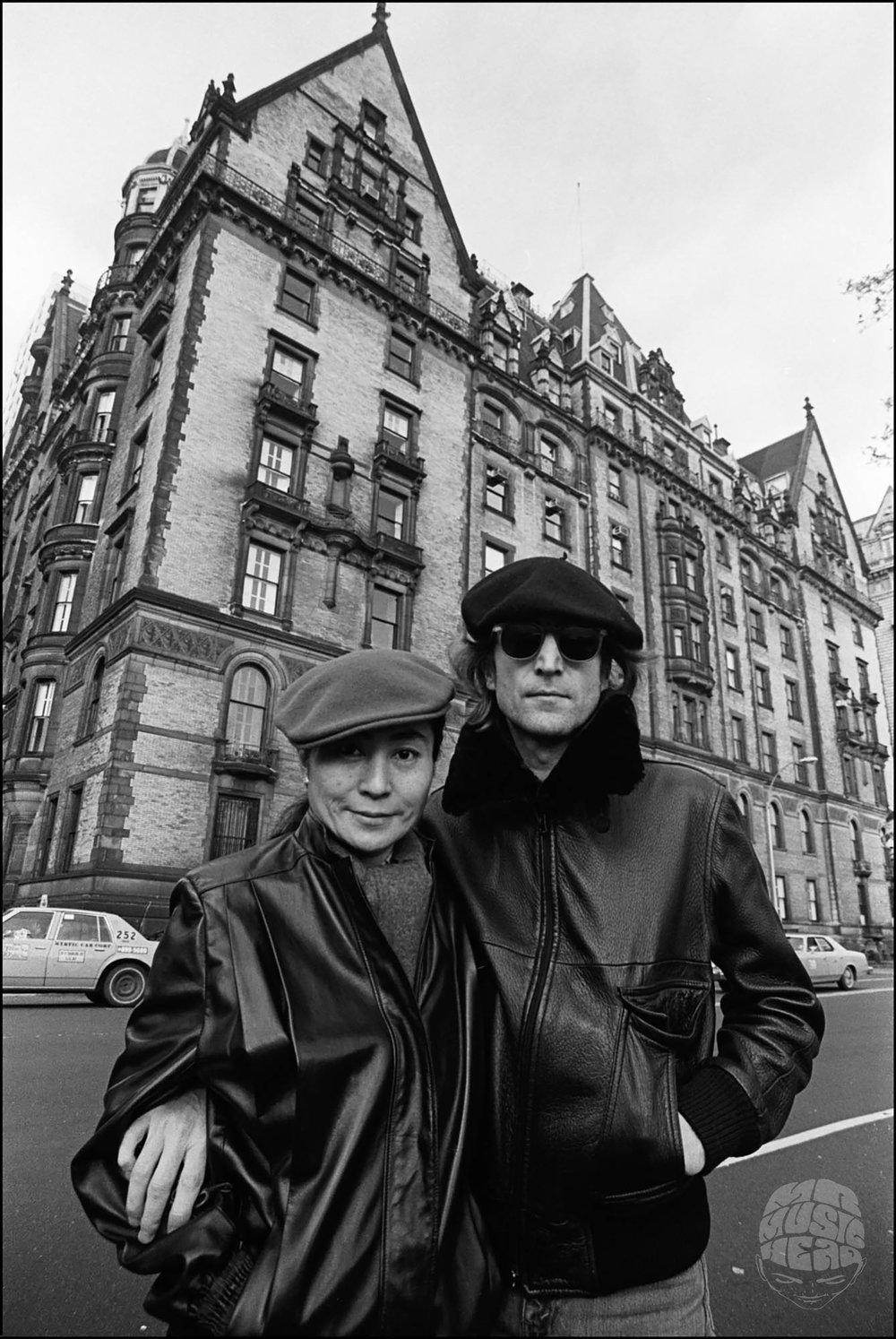allan tannenbaum_John Lennon Yoko Ono_Dakota Apartments.jpg