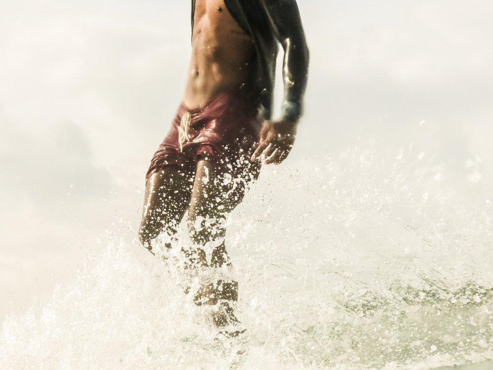 deus_surfing_bali