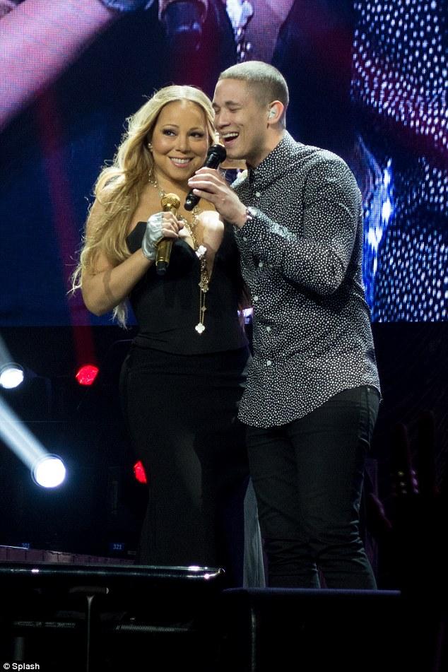 1415225651185_wps_26_Mariah_Carey_performs_in_.jpg