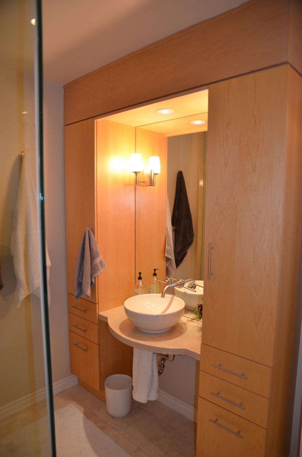 4 Kevi Lane- Before- Main Bathroom.jpg