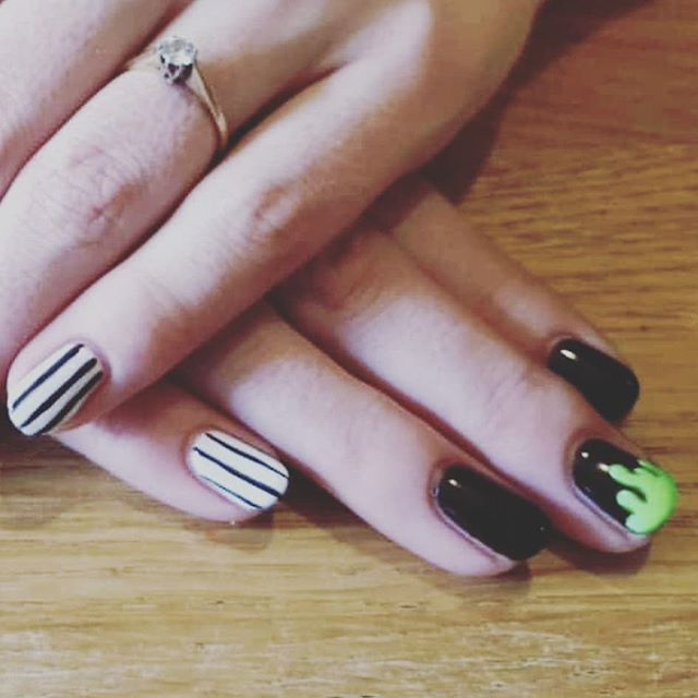 Such a fun day Beetlejuice inspired slime nails... I'm dead 👻 📸 & Inspo  @lovebeerlookhere 💅  #thisishalloween #slime #beetlejuice #nailfie #nailswag #nailsedinburgh #nailsonfleek #nailartist #ladybosslife
