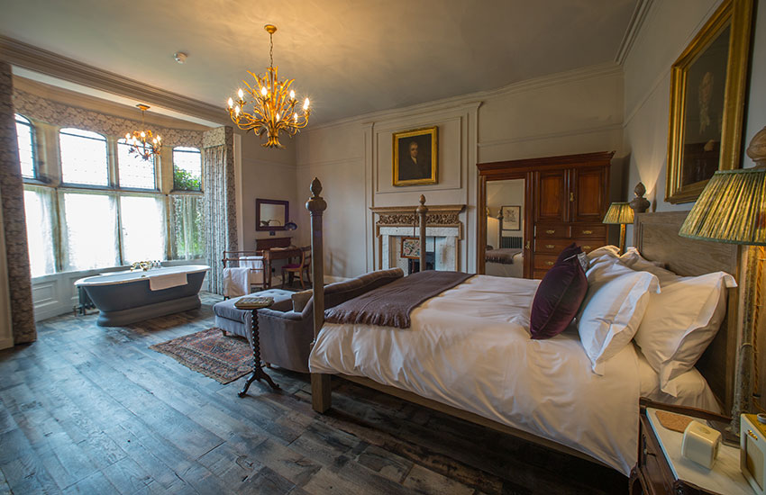 Pig-At-Combe-Large Bedroom.jpg
