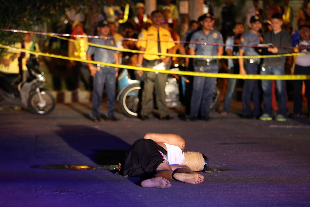 A victim of summary execution is dumped at Liwayway St., Barangay Olympia, Makati on November 8, 2016.