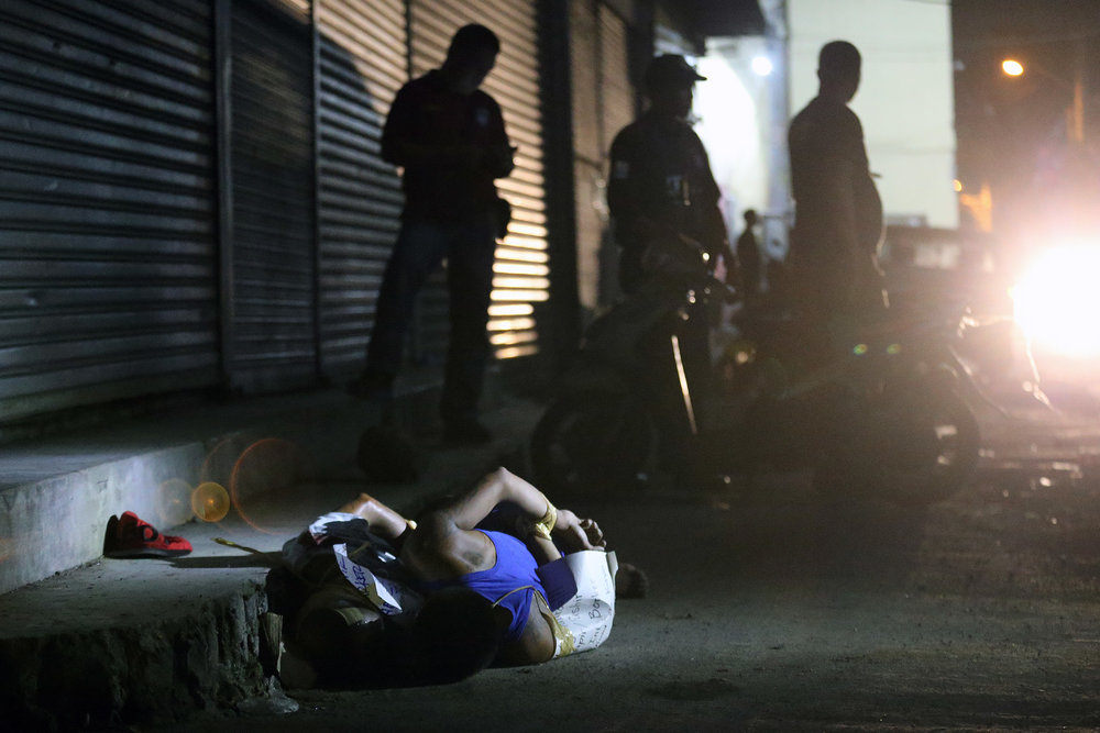 Two victims of summary execution are dumped along Cuneta Avenue, Pasay City on November 17, 2016. A total of eight summary execution victims were found in Pasay and Makati City on the same night.