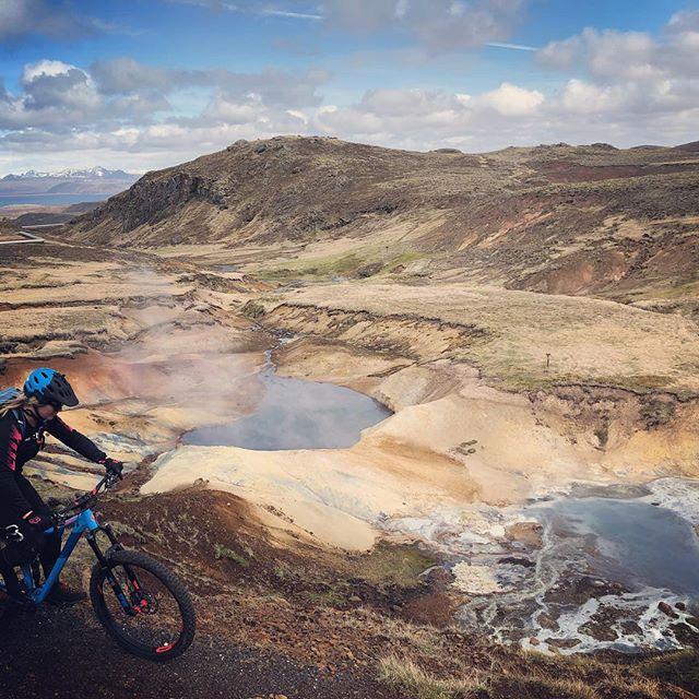 tbt to last Friday with new riding buddies ! #madeinmts #mtbiceland #mtb #mountainbiker #mountainbiking #mtblife #iceland #hotsprings