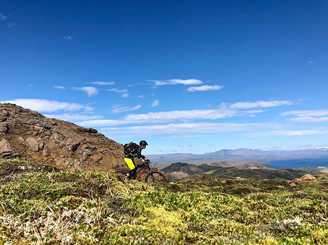 Glorious day on the trail! 🤩🤩 . . #madeinmts #iceland #mtb #mtblife #mtbr #mountainbiking #mountainbike #bellhelmets #ethirteen #troyleedesigns #intensecycles