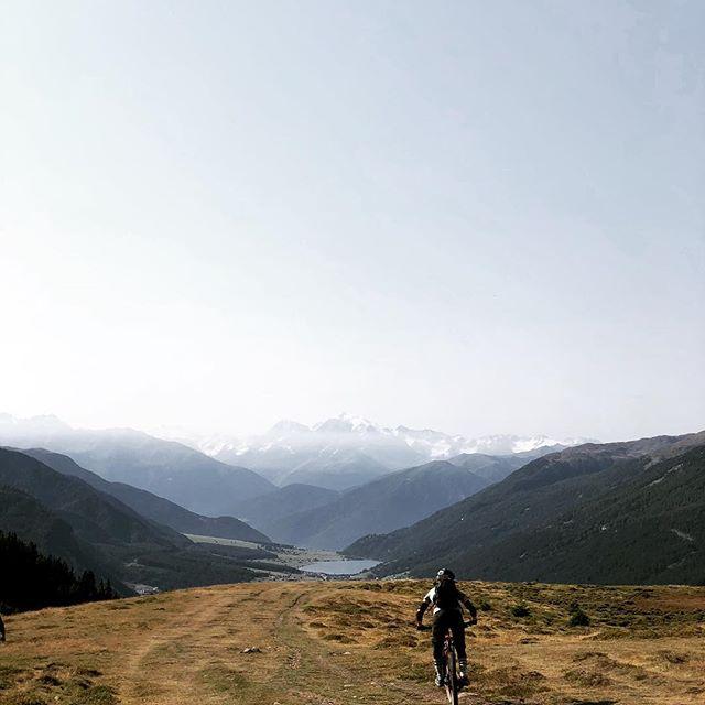 South Tirol horizon! #mtblife #madeinmts #mtb #trailriding #transalp #mtbtransalp #bellhelmets #ethirteen #intensecycles #troyleedesigns #sudtirol #tirol #mountainbike #mtbgirl