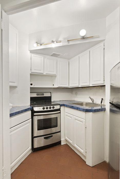 One Fifth Avenue Apt. 2D Kitchen