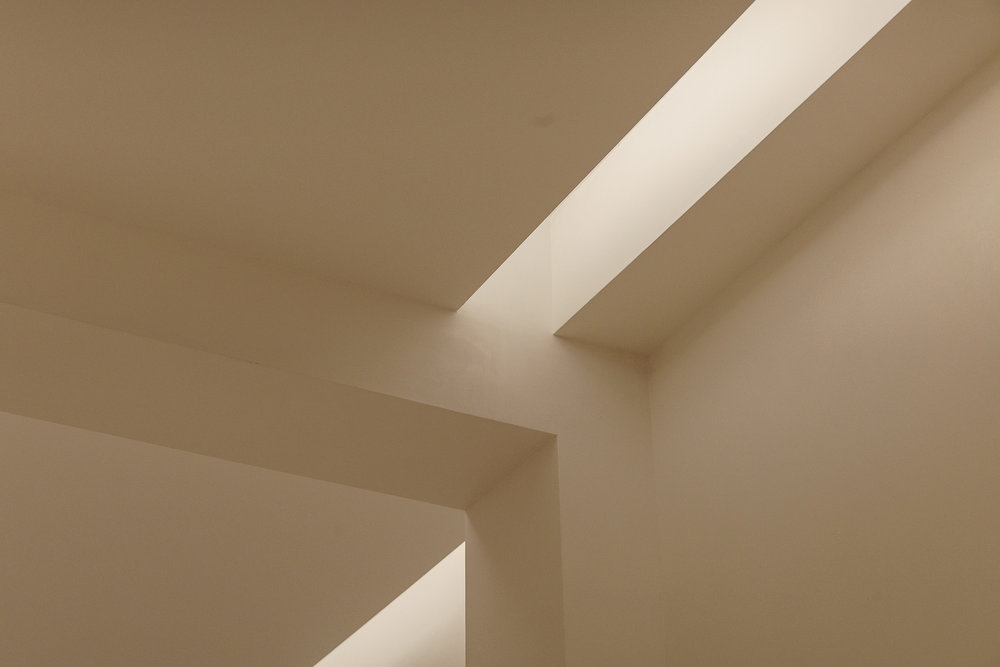 Utilizes LINEAR ONE Standard Output 2700K LED with FLAT ALUMINUM TRACK.