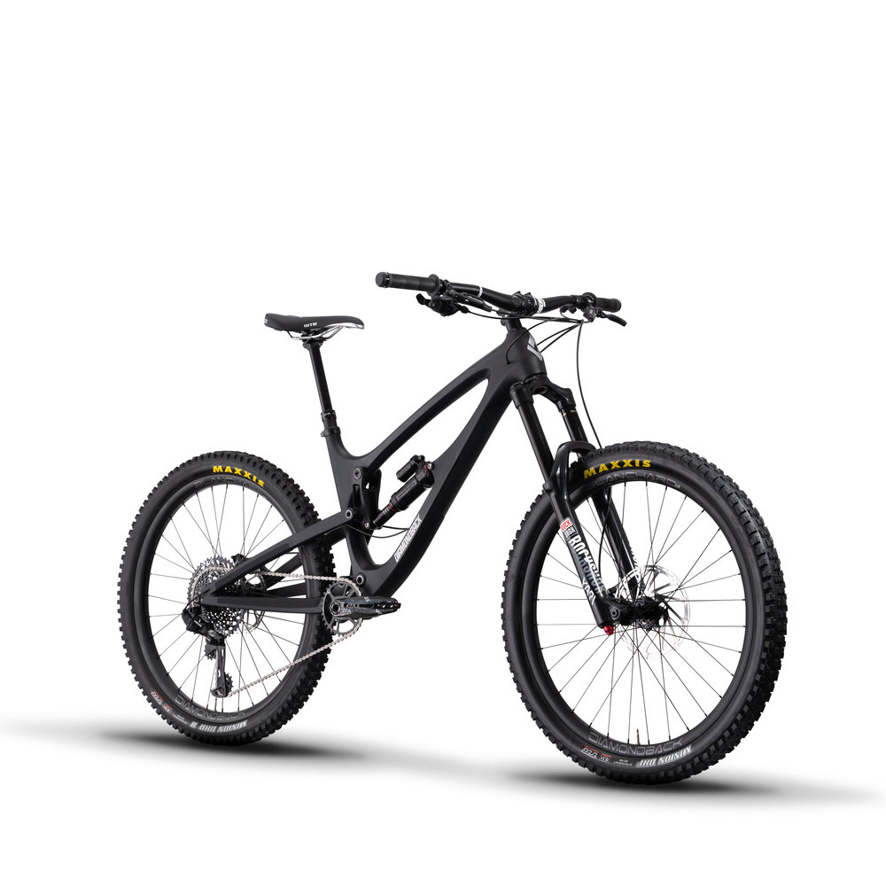 Mtn-Bikes-19-Mission-1C-Blk-angle.jpg