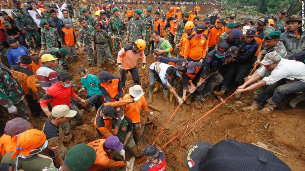 141215104313-indonesia-landslide-horizontal-large-gallery.jpg