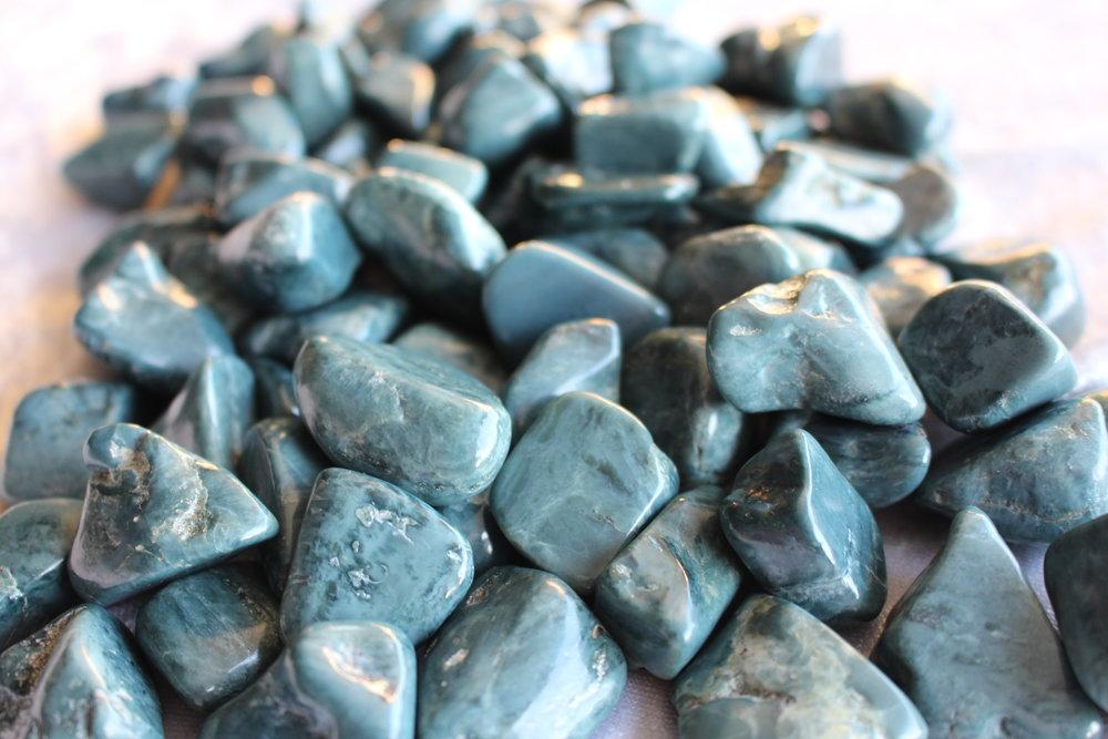 Vonson Blue Jade Tumbled Stones