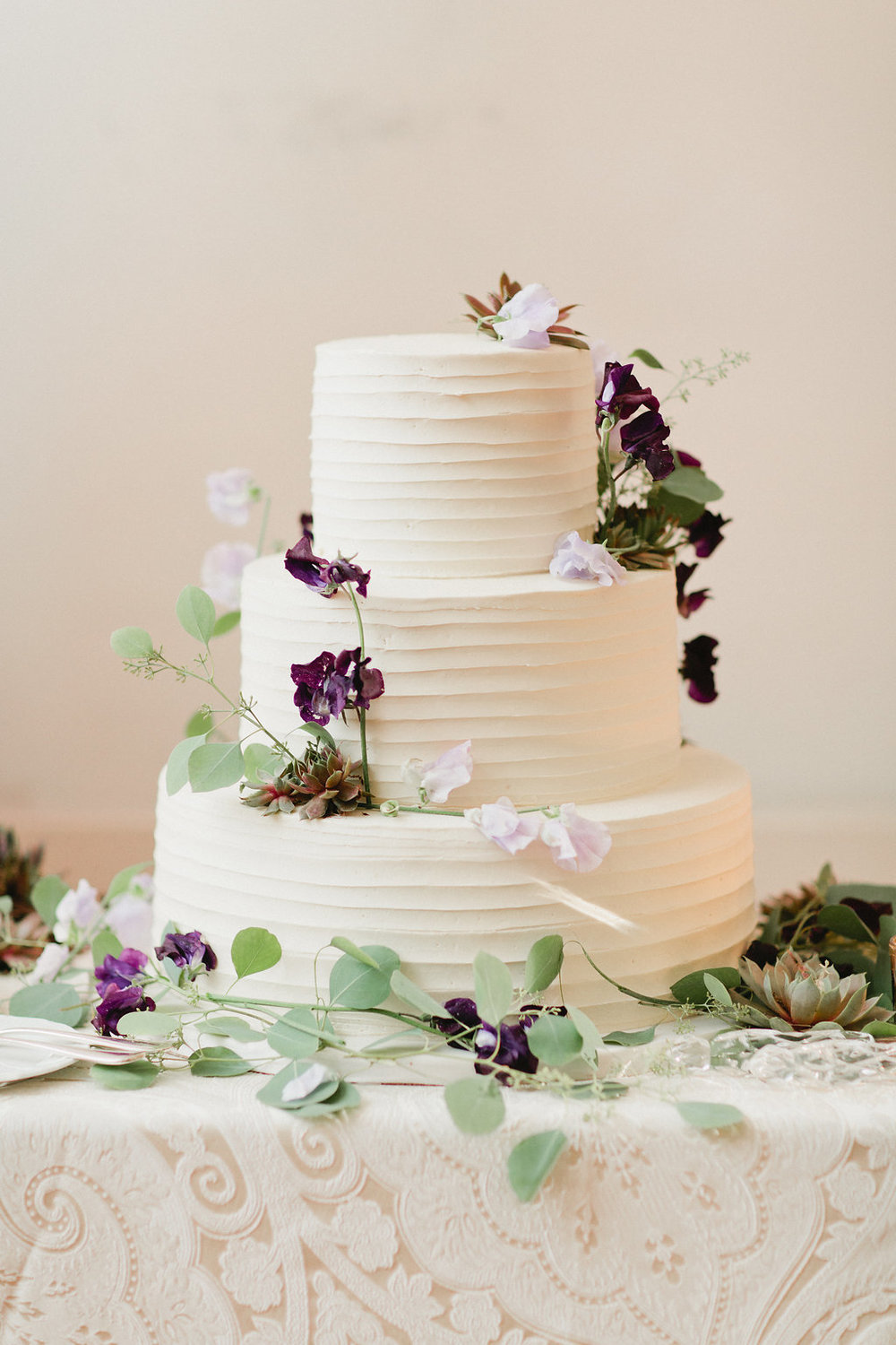 Ethereal forest-themed cake from Lulus Bakery.  Photo by Sasithon Photography.