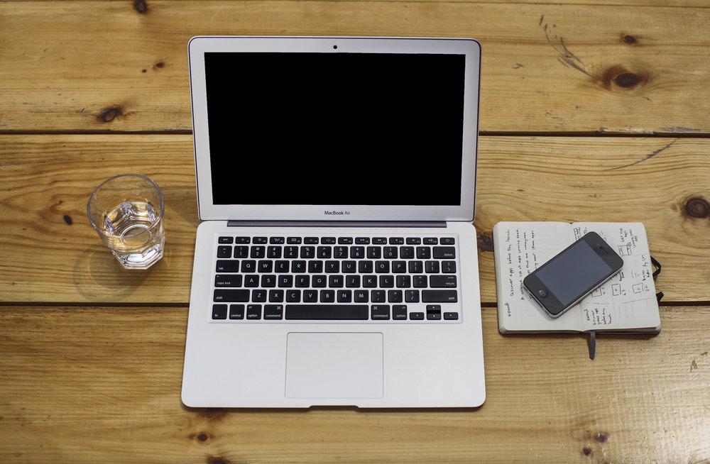 apple-iphone-laptop-notebook.jpg