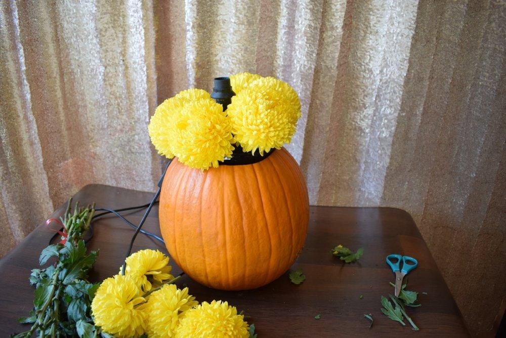 Celebrating Autumn with a Pumpkin DIY Floral Arrangement Lamp